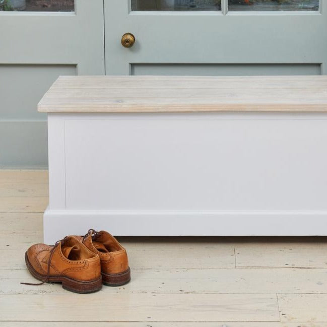 Baumhaus Signature Hallway Storage Bench