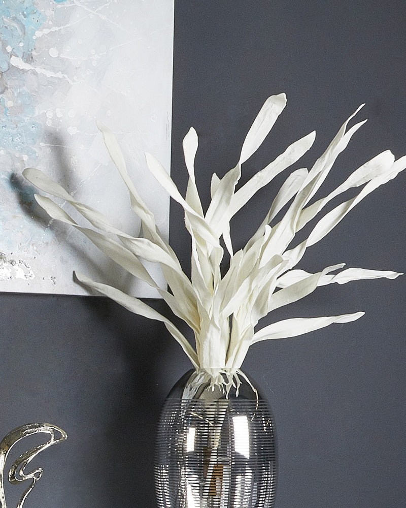 White Foam Single Slim Leaves Flower