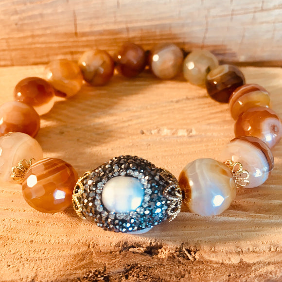 Brown agate bracelet with crystallized pearl