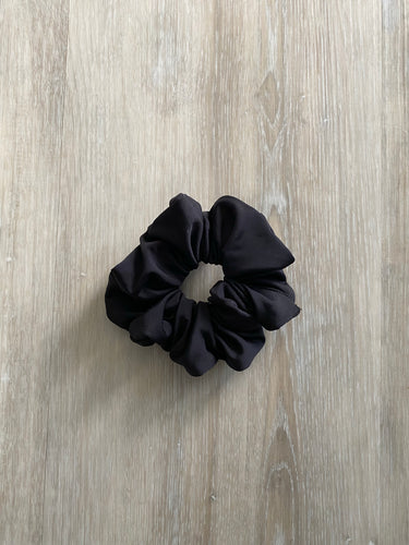 Black // Hair Scrunchie