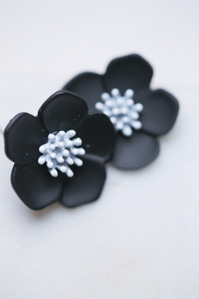 Zafino Flower Earring in Black