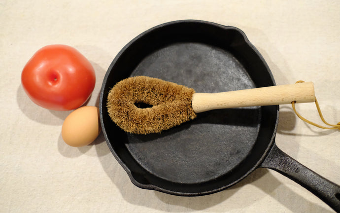 Coconut Fibre Pan & Cast Iron Brush