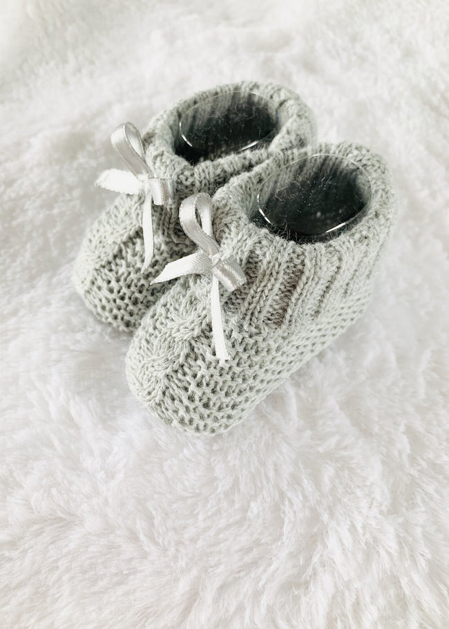 GREY CABLE KNIT BOOTIES