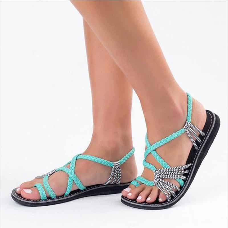 Beach pin-toe flat sandals