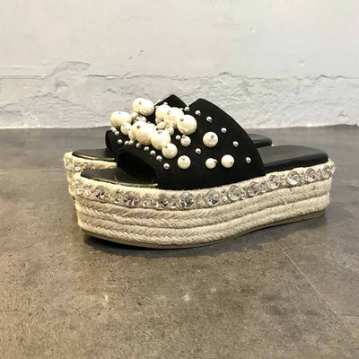 One-line type thick-soled women's slippers