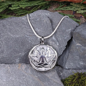 #JW-Q107 Quartz Yoga Lotus Pendant