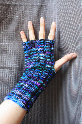 Riverside Handwarmers Free Knitting Pattern Chiagu Patterns And Yarn