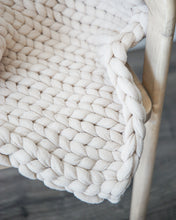 Load image into Gallery viewer, Chunky Knit Throw - Beige