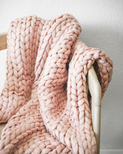 Load image into Gallery viewer, Chunky Knit Throw - Mauve