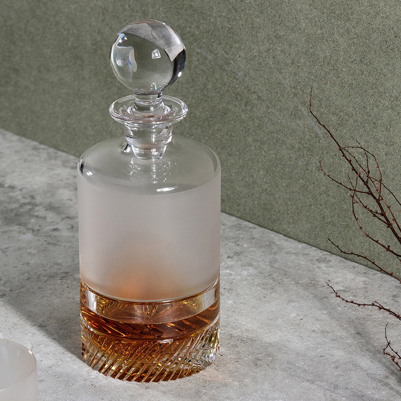 Ceo[n. mist, fog] Inspired by the morning mist that hangs above the landscape. The Ceo whiskey decanter features a sandblasted top over a tactile base, a contrast between both solid and soft. Like all our crystal decanters this whiskey crystal decanter partners with the generously sized matching crystal tumblers. Width 105mm, Height 200mm