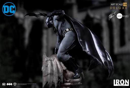 IRON STUDIOS Batman Deluxe Art Scale 1/10 Exclusive Version