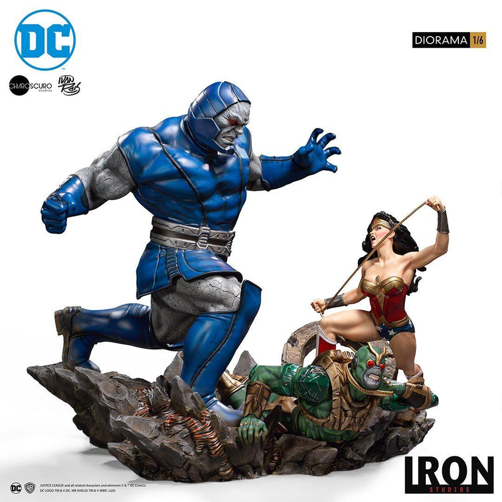 PREORDER IRON STUDIOS DC Comics Wonder Woman vs. Darkseid 1/6 Diorama by Ivan Reis