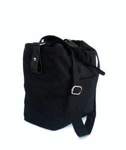 The Black bag. Shoulder bag in fabric with leather details. Fabric bag, shoulder strap bag in black with leather details.