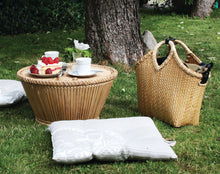 Load image into Gallery viewer, Pako table in the garden togetehr with Pako wickerbag , bicycle bag