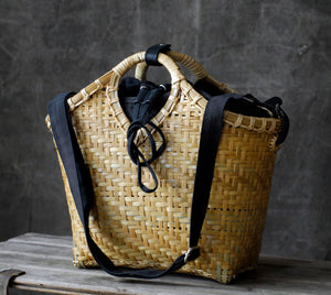 Pako bag handmade in bamboo with the Black bag inside. Two bags in a set but can be used separately. Pako bamboo bag and a black cloth bag inside. Two bags as one set but both can be used separately.