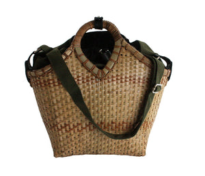 Pako bag handmade in bamboo and the Green bag in fabric, bicycle bag, stroller bag or just two bags. Pako bamboo bicycle bag and a green cloth bag, a bicycle bag, pram bag or just two bags.
