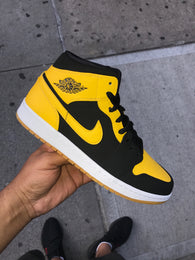 "Air Jordan 1 Mid ""New Love"" GS"