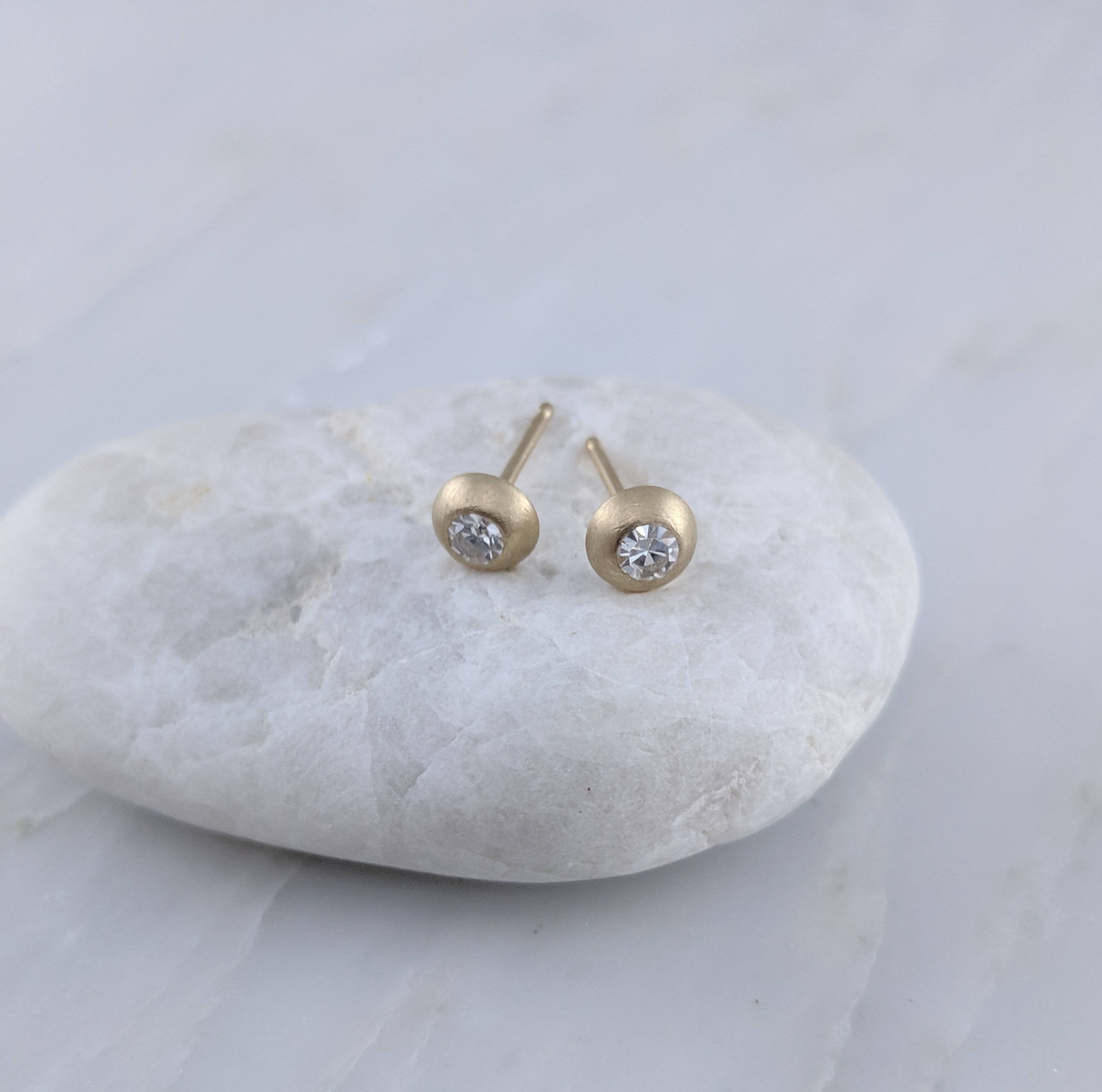 Round Diamond Stud Earrings in 14K Yellow Gold