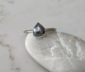 Deep Grey Pear Diamond w/ Knife Edge Band | 14K White Gold