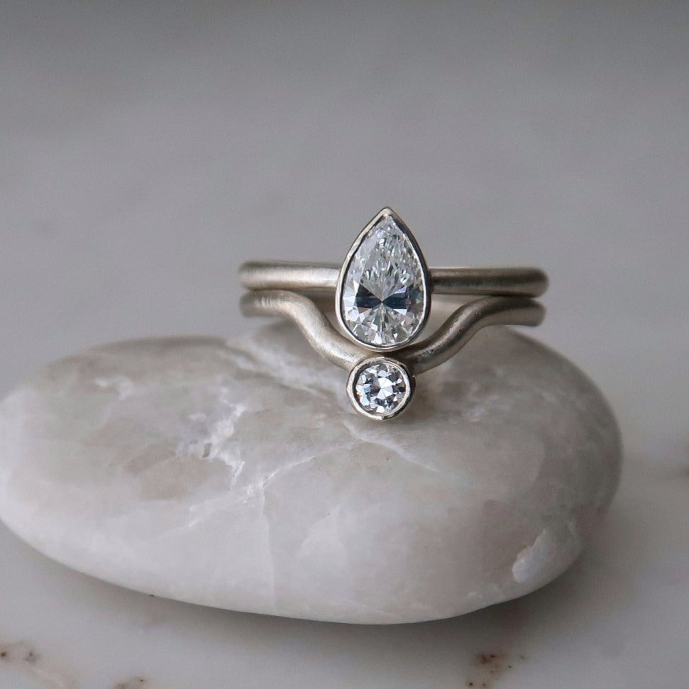 Pear Diamond Bezel Ring Set | 14K White Gold