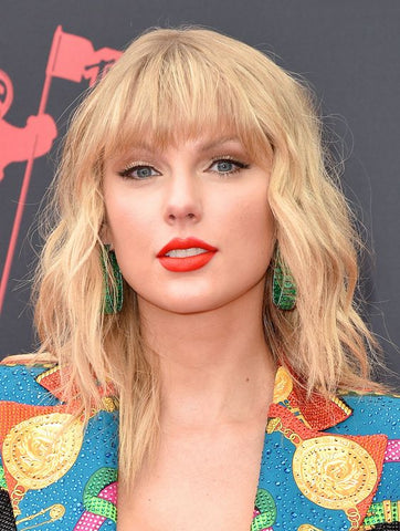 Taylor Swift shag haircut on blonde hair
