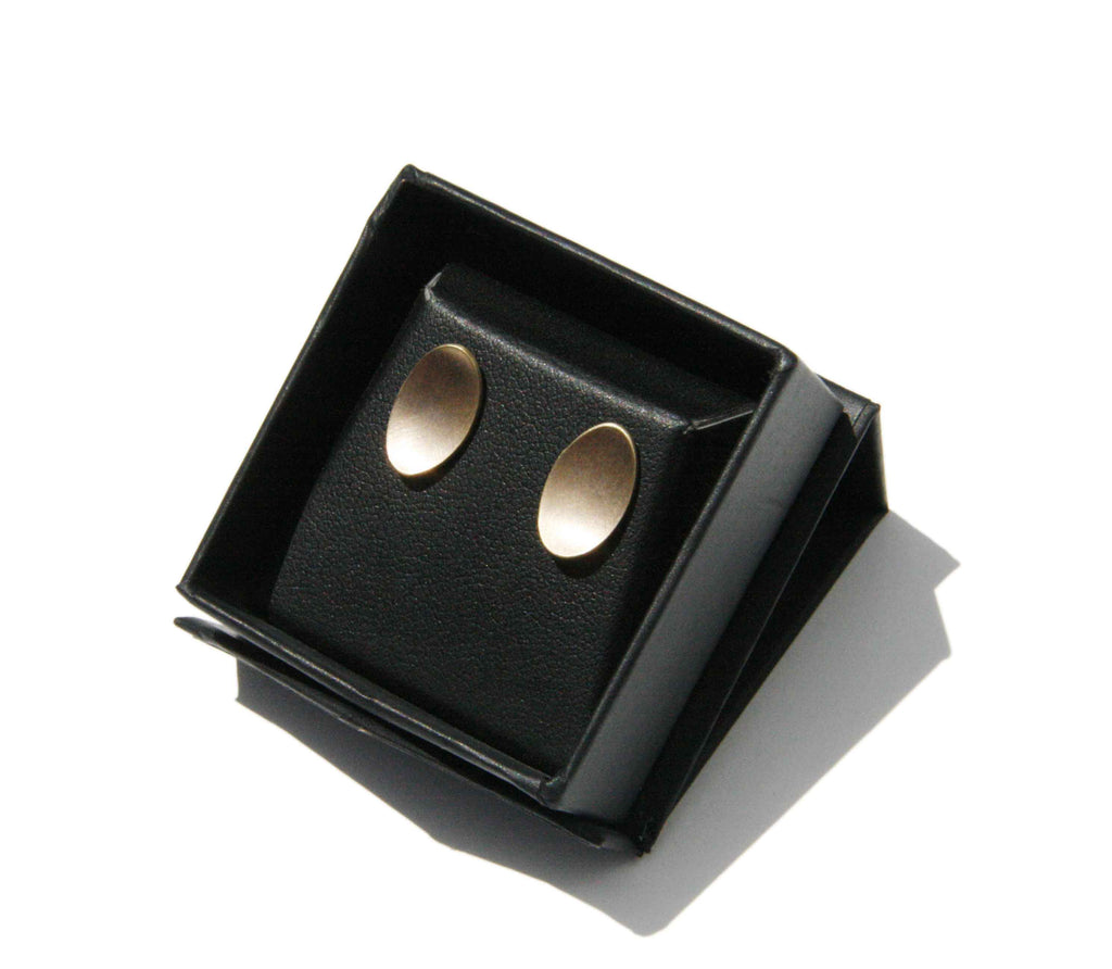 Curved oval stud earrings
