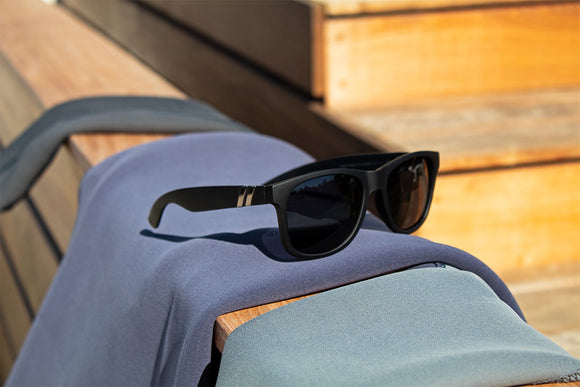 //cdn.shopify.com/s/files/1/0148/9585/files/M_class_X2_Product_Lifestyle_Deep_Space_Polarized_1-Edit_copy_580x.jpg?6107