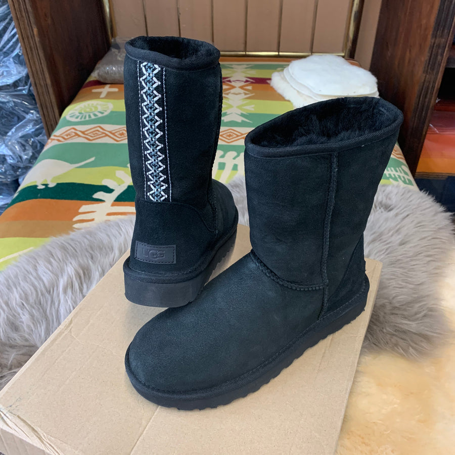 Women's UGG Classic Short II Tasman Braid Boot in Black Size 9 - Open Box