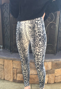 Snakeskin Knit Leggings