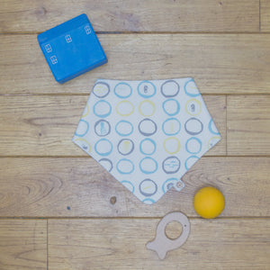 An organic Poco Bambino dribble bib. The print is white, blue, yellow and grey with sea creatures design.
