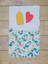Load image into Gallery viewer, A set of 5 Organic Poco Bambino reusable wash cloths / wipes in a toucan tango print. The top wipe is folded down to show the soft bamboo terry reverse.