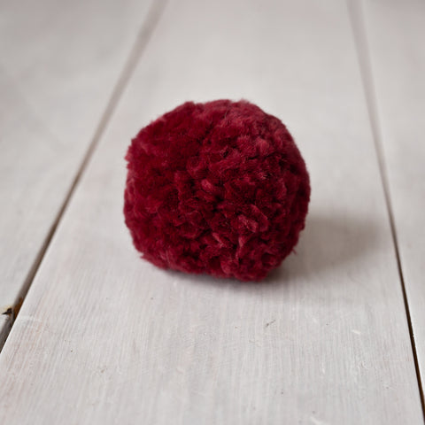 SCARLET Recycled Wool Pom