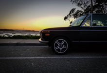 Load image into Gallery viewer, BMW 2002 1600 Beltline Trim Set