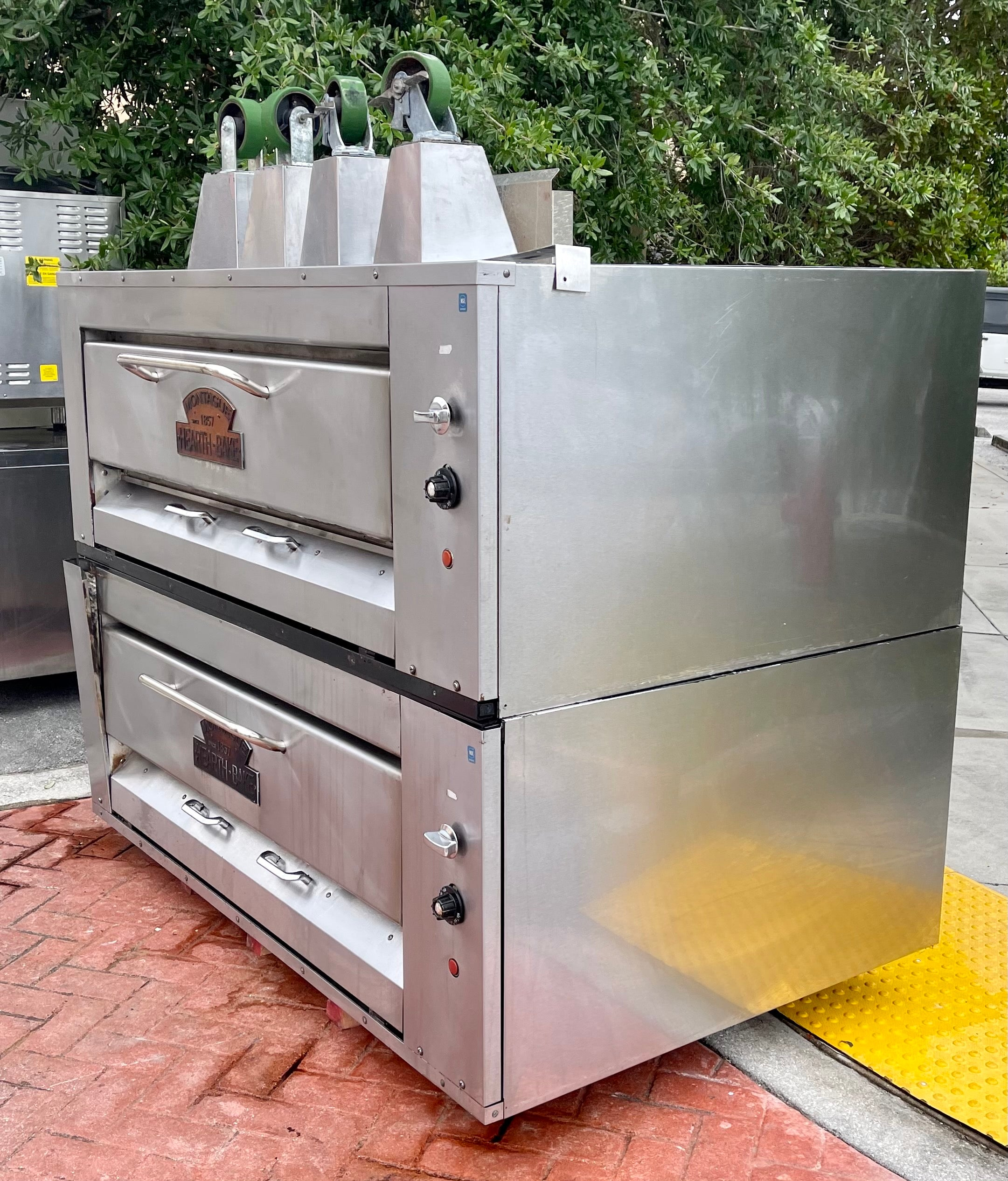Montague 24P-2 4 pie Doublestack pizza oven