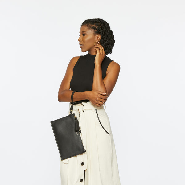 THE PETITE FINLEY CLUTCH IN PEPPERCORN