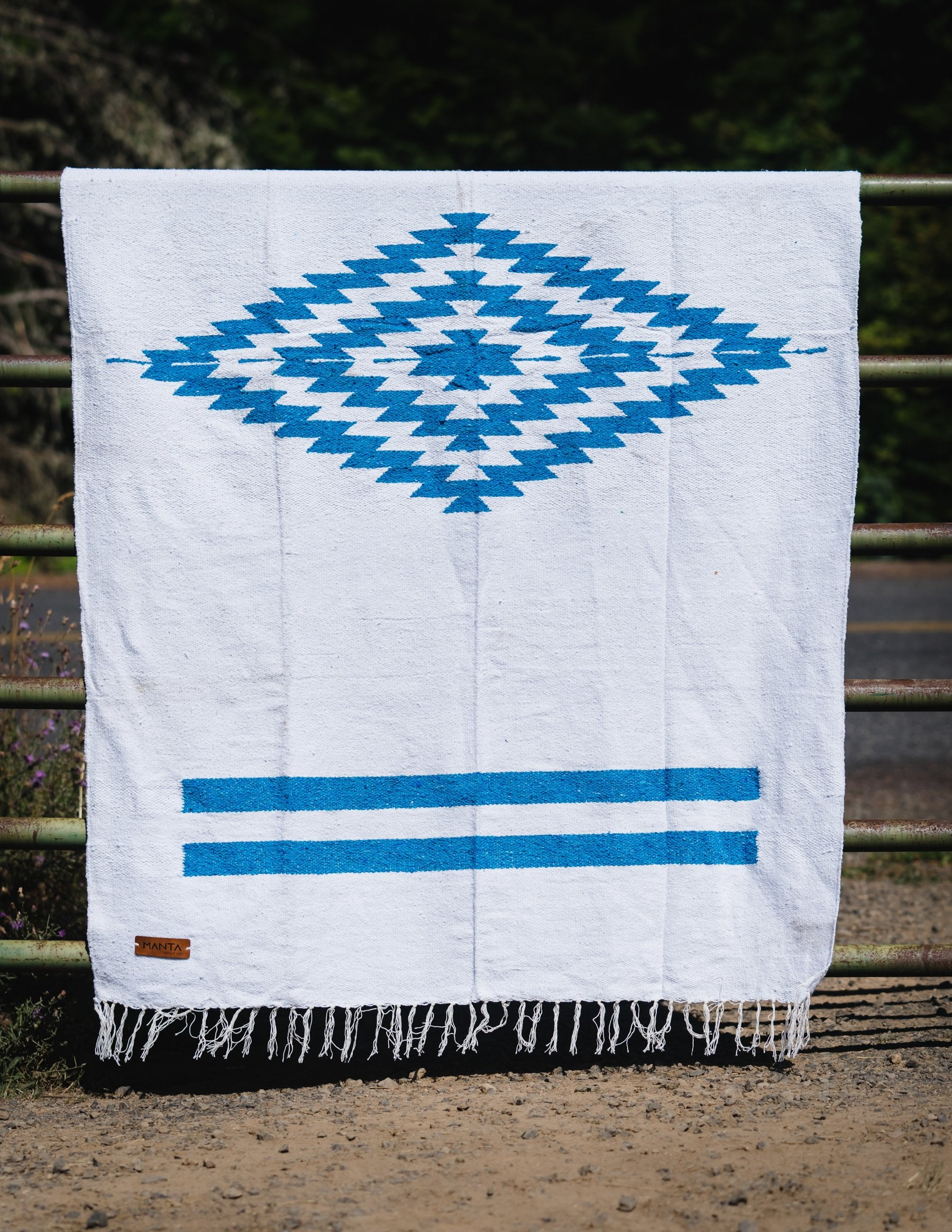 Cerritos Blue Diamond Blanket - Mantacompany.com