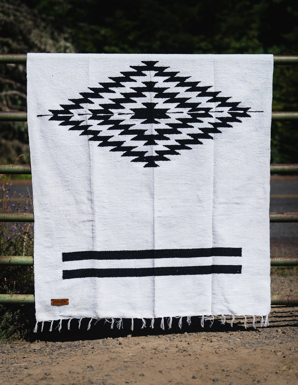 Cerritos Black Diamond Blanket - Mantacompany.com