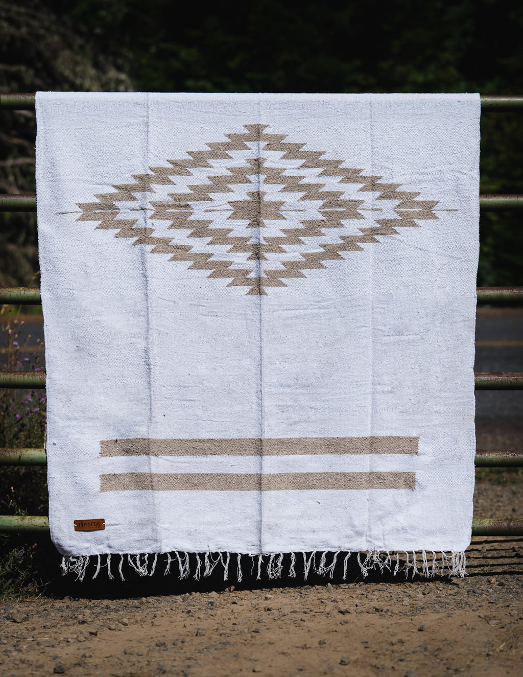 Cerritos Tan Diamond Blanket - Mantacompany.com