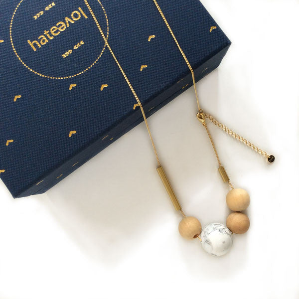 Necklace with howlite and wooden beads on gold plated chain