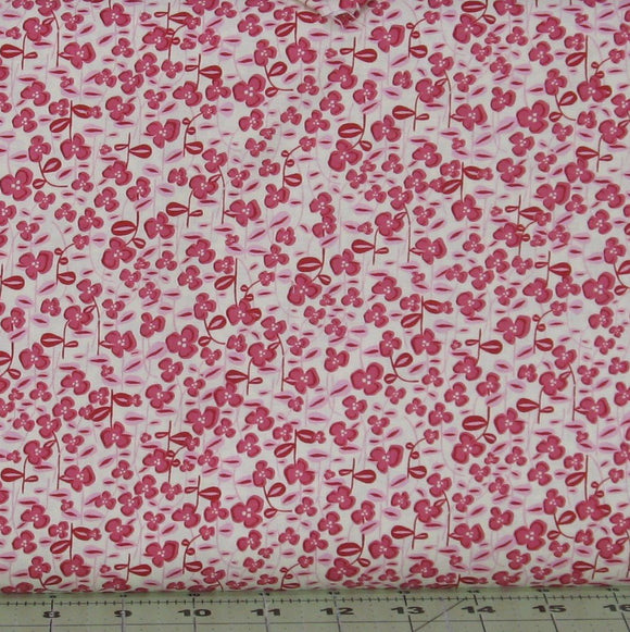 Pink Raspberry Floral on  Cream from the Helen's Meadow Collection by Clothworks, Y2227-74