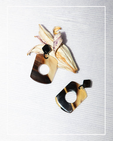 Pochette Horn Ring | Shrunken Lamb