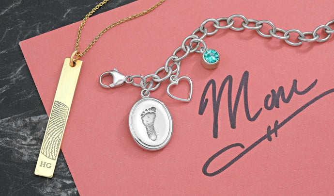 Custom Gifts that Connect Mom and Family