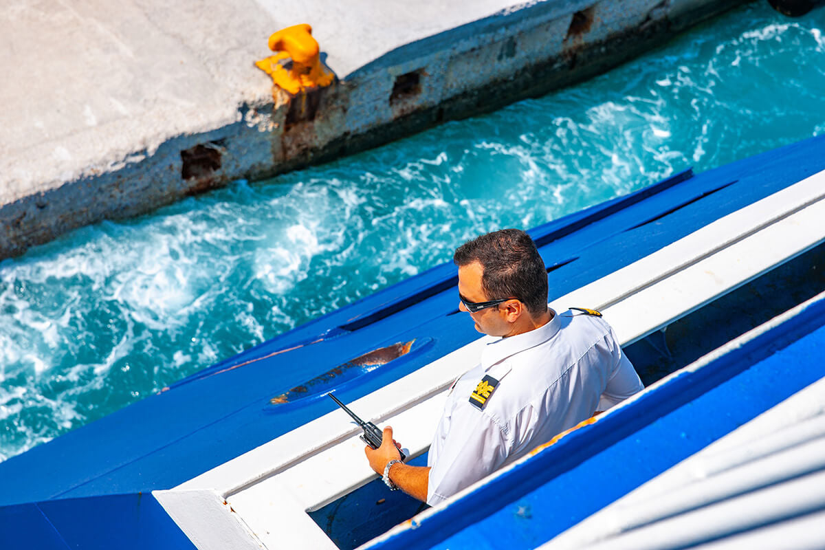 How to Properly Dock a Boat - Boat Safety