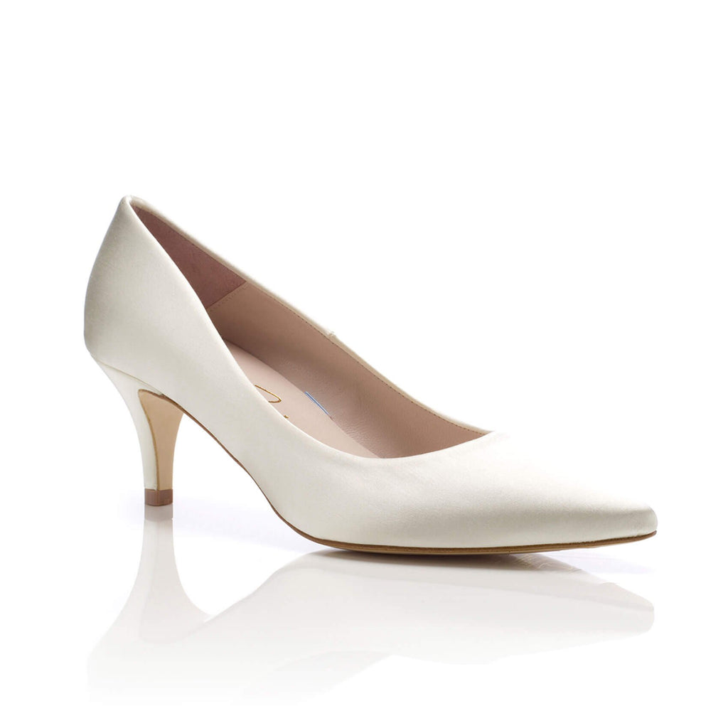 Low-heel pointed wedding shoes