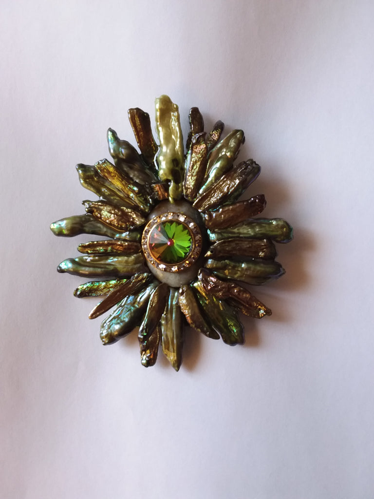 Green Pearl Stick brooch