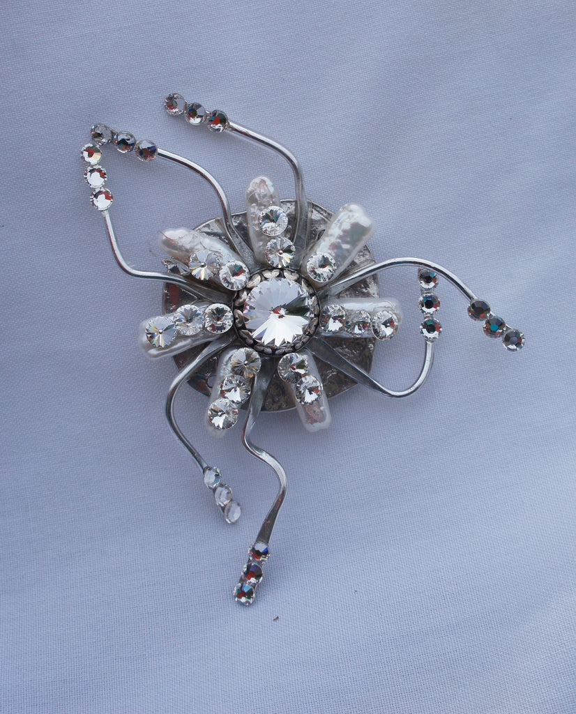 Silver/Pearl Spider              Detroit Institute of Arts Museum    and     S. Jennings Collection