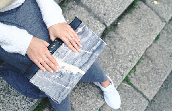This GLUSH/ marble bag is easy to match with everyday outfit