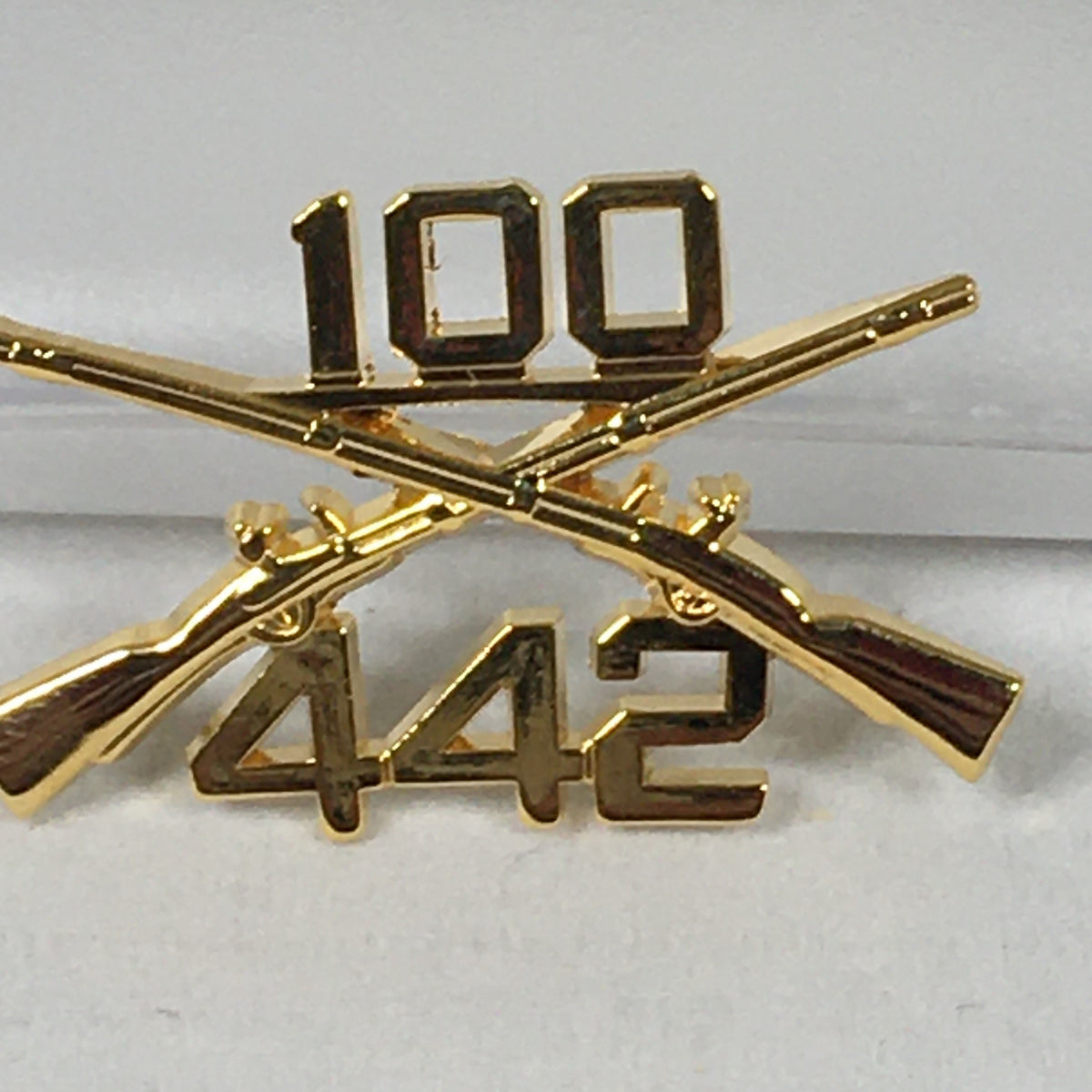 100th Bn, 442nd Inf Regimental Combat Team Crossed Rifle Pin