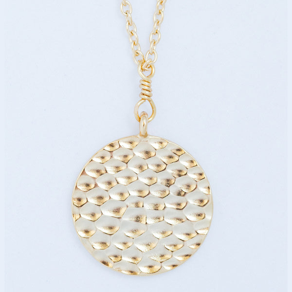 HAMMERED PENDANT gold