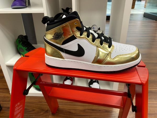 Jordan 1 mid metallic gold
